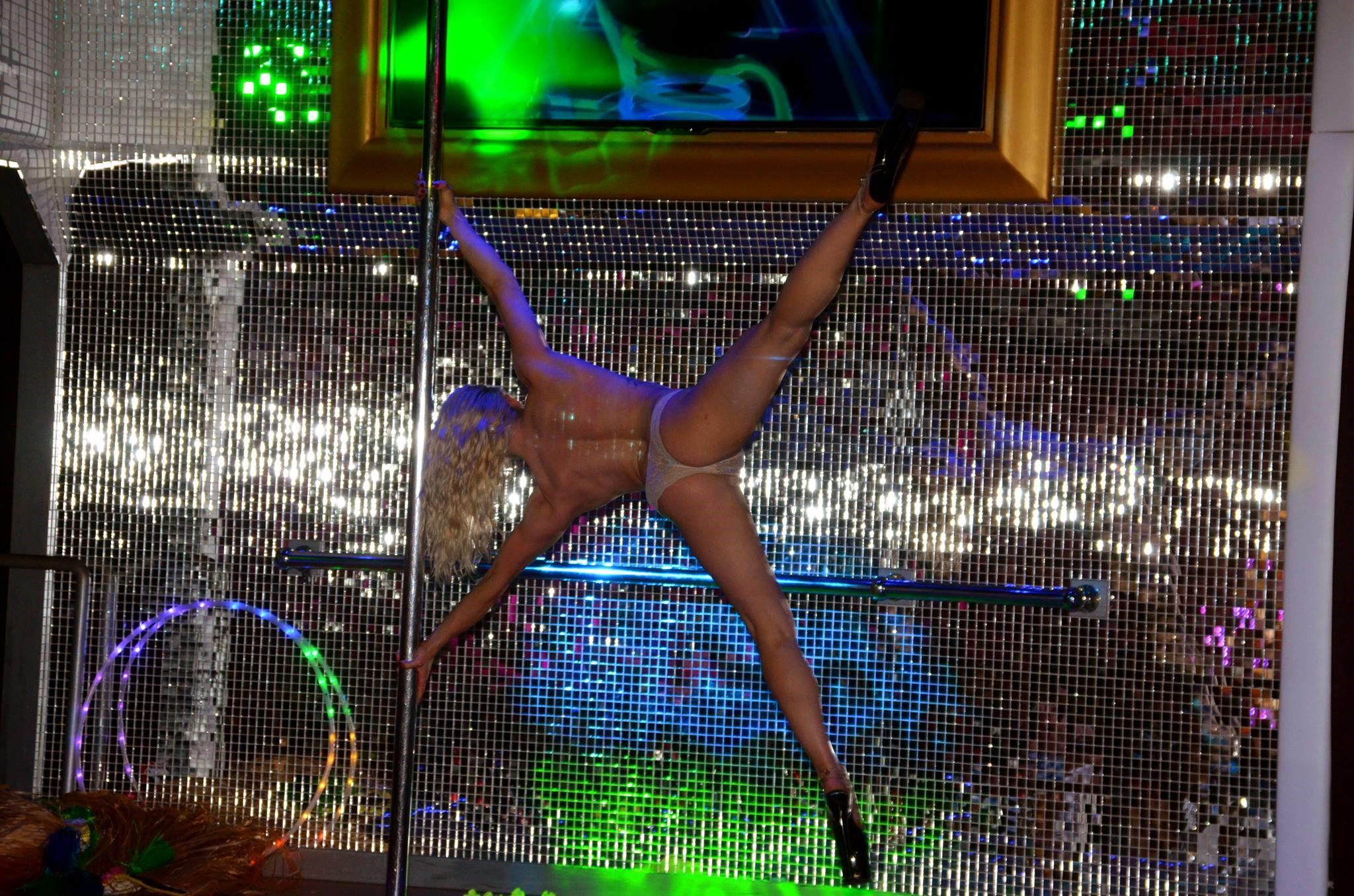 Club live strip